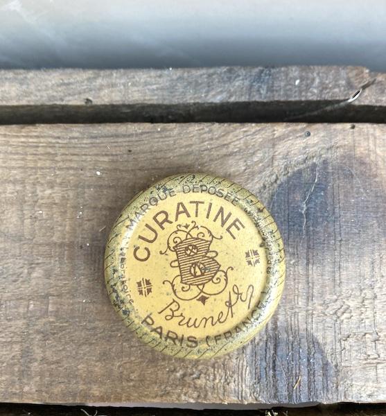 Ancienne boite de médicament curatine