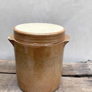 Grand pot en grès avec couvercle et deux petites anses