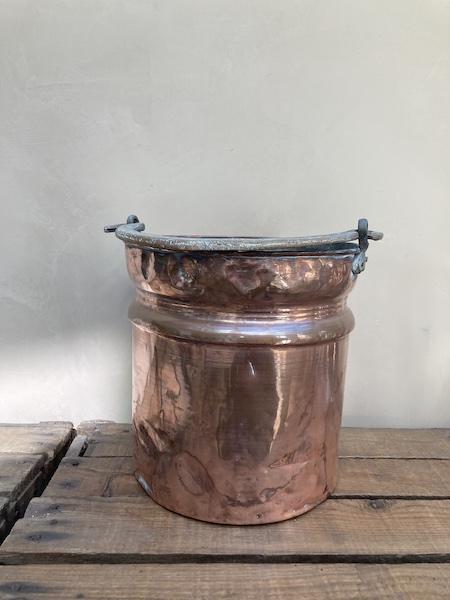 Ancien seau en cuivre avec anse
