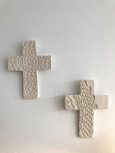 Croix en céramique Dentelles