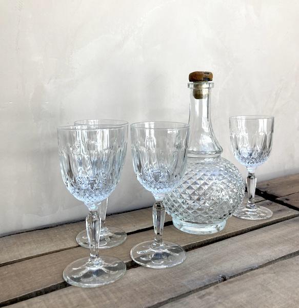 Ensemble carafe et 4 verres à pied