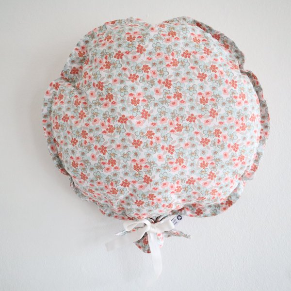 Ballon décoratif en tissu fleuri bleu et rose