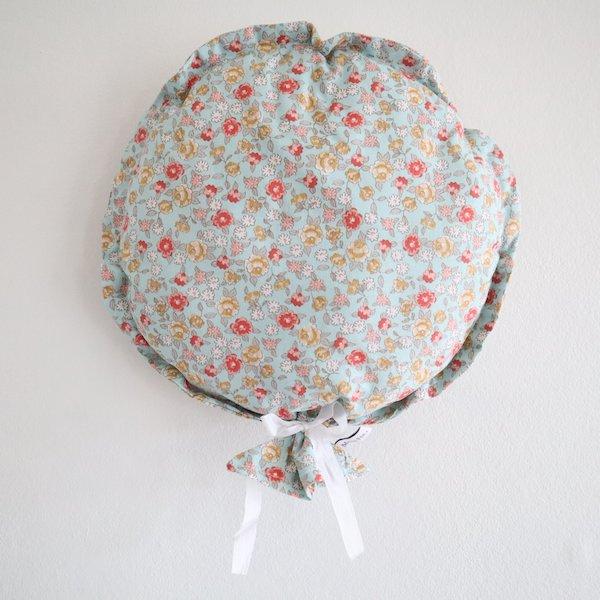 Ballon décoratif en tissu fleuri bleu