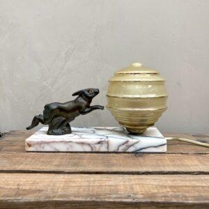 Lampe de chevet vintage - lapin en régule sur socle en marbre